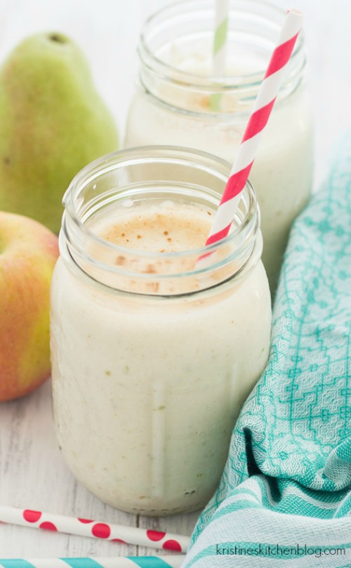 Apple-Pear Oatmeal Smoothie. This healthy breakfast smoothie tastes like apple pie!