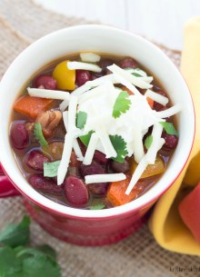 vegetarian chili in a cup
