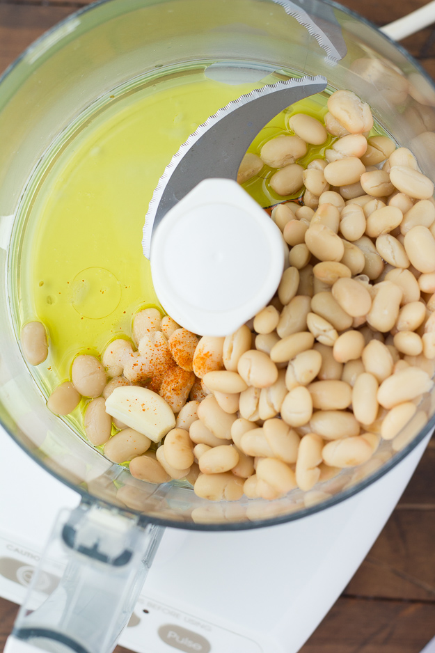 How to make white bean dip in your food processor.