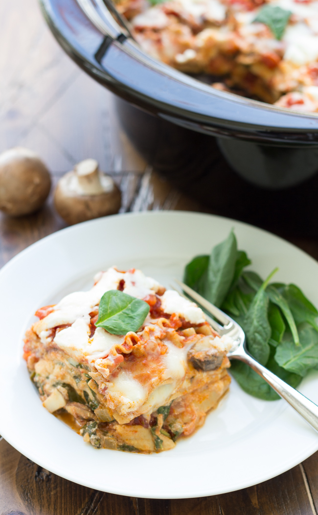 Slow Cooker Spinach Ricotta Lasagna. A healthier, vegetarian lasagna made easy in your crock pot!