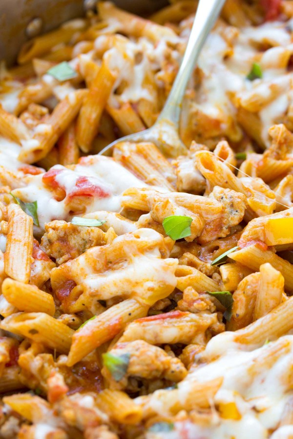 5 Ingredient One Pot Pasta with Chicken Sausage. Ready in 30 minutes! | www.kristineskitchenblog.com