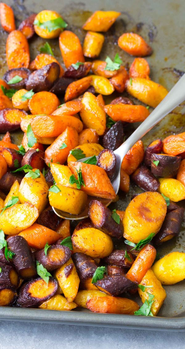 So EASY Simple Roasted Carrots are a yummy and healthy side dish for any meal! | www.kristineskitchenblog.com