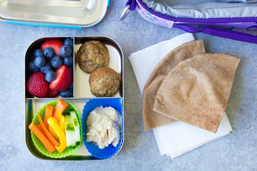 10 Healthy Lunch Ideas for Kids! Bento box lunchbox ideas to pack for school, home, or even for yourself for work! Make packing lunches quick and easy! | www.kristineskitchenblog.com