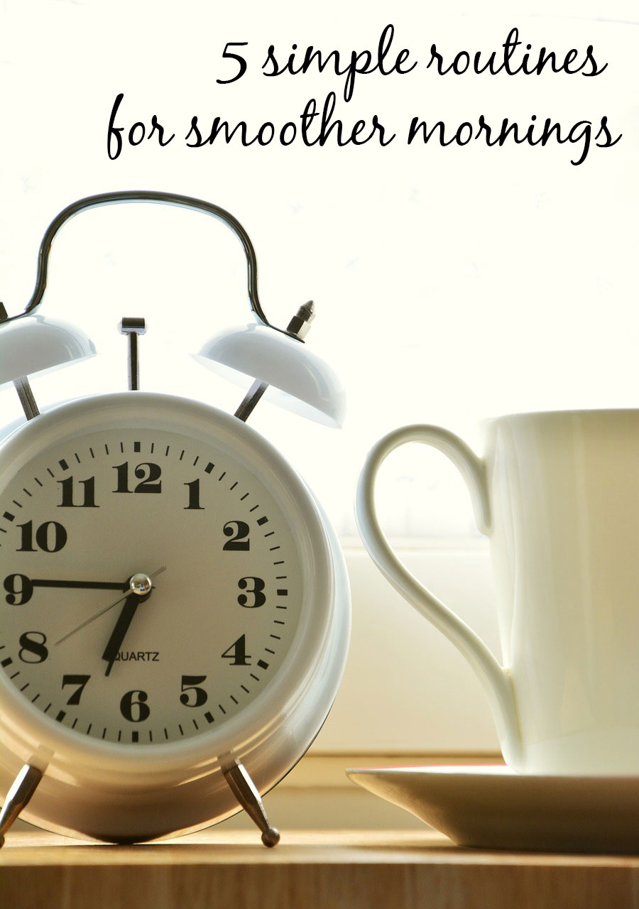 5 evening routines that will make your mornings easier. Easy routines for kids and parents for less stressful mornings.