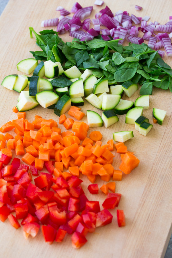 This Hidden Veggie Pizza Sauce is packed with over 1 1/2 cups of sneaky vegetables! Use this kid-friendly veggie pizza sauce to top your favorite pizza or as a dip for grilled cheese sandwiches or pizza bites. This veggie-packed tomato sauce is easy to meal prep and freezes well.
