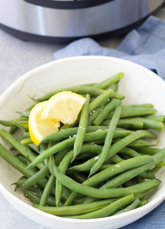 Instant pot steamed green beans with lemon in a serving bowl.