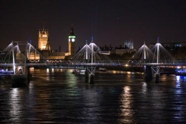 Thamesin sillalla