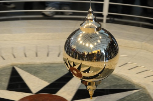 Mirrored_Foucault_Pendulum