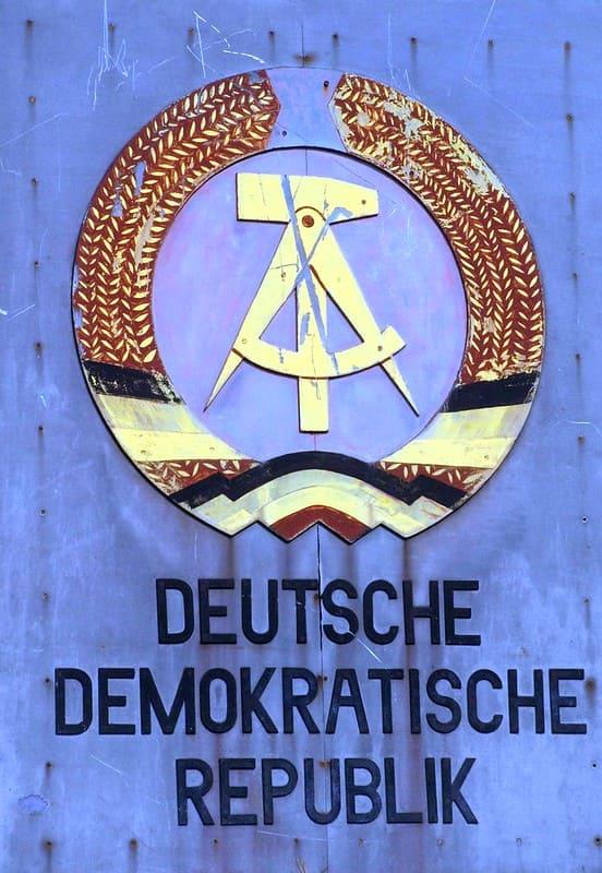 DDR-Deutsche-Demokratische-Republik-Desillusionierung-Treuhand-Treuhandanstalt-Ostdeutsche-Pressefruehling-Markterschliessung-Kritisches-Netzwerk-Ostpresse-Ostverlag
