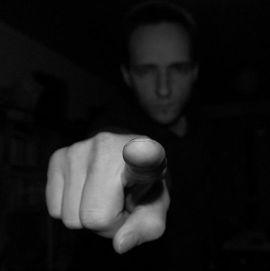 Fingerzeig-Bashing-Diffamierung-Schuldzuweisung-Hass-Verunglimpfung-Kritisches-Netzwerk-Stigmatisierung-Leugnen-Leugner-Leugneritis-Leugnung-Fatalismus-Indoktrination