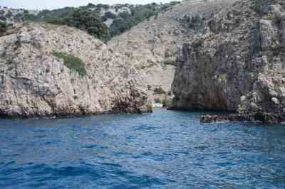 Kék és szikla.