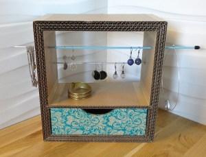 Porte bijoux, organisateur de bijoux en carton. POur ranger, boucle d'oreille, bracelets, colliers et bagues. Avec 1 tiroir