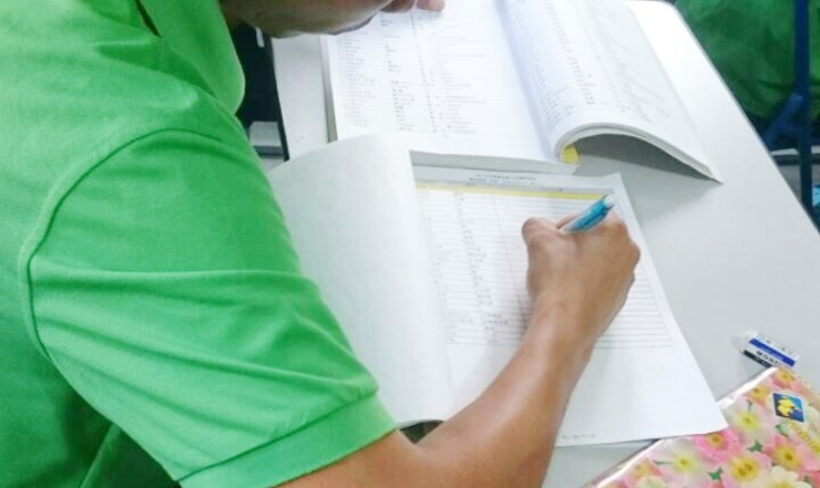 ミャンマー人はノートも教科書も90度回転させて読み書きします