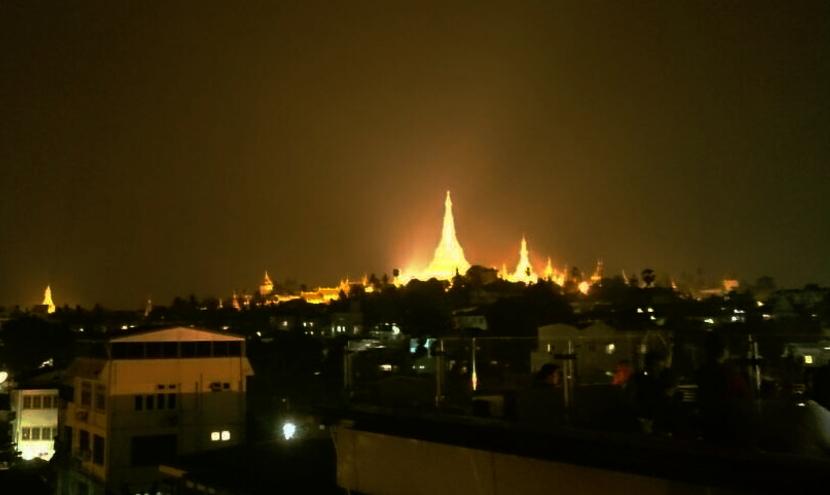 黄金の寺院「シュエダゴン・パゴダ」ミャンマー