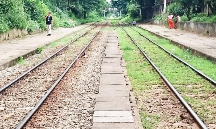 ミャンマーで電車に乗る 線路の状況