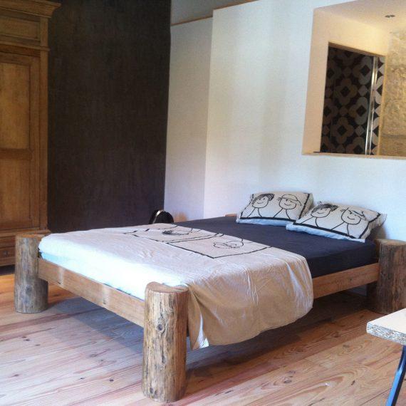 Décoration d'intérieur lit original bois