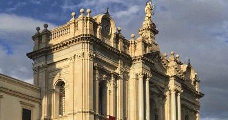 Fasada sanktuarium pompejańskiego
