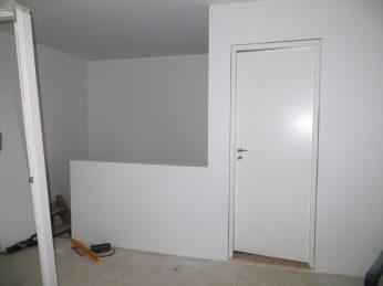 Dörr in till BoBs sovrum