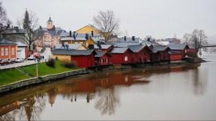 Классический вид со старого моста на центр города и береговые амбары. Этот снимок (как и предыдущий) - кадр из видео, поэтому такое соотношение сторон, 16:9.