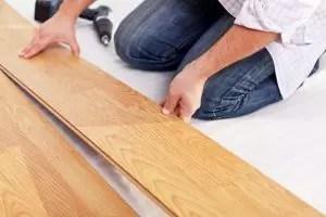 [Arahan] Laminate di lantai kayu melakukannya sendiri: penerangan lengkap tentang proses. Meletakkan skim yang bahan harus digunakan (Photo & Video) + Ulasan