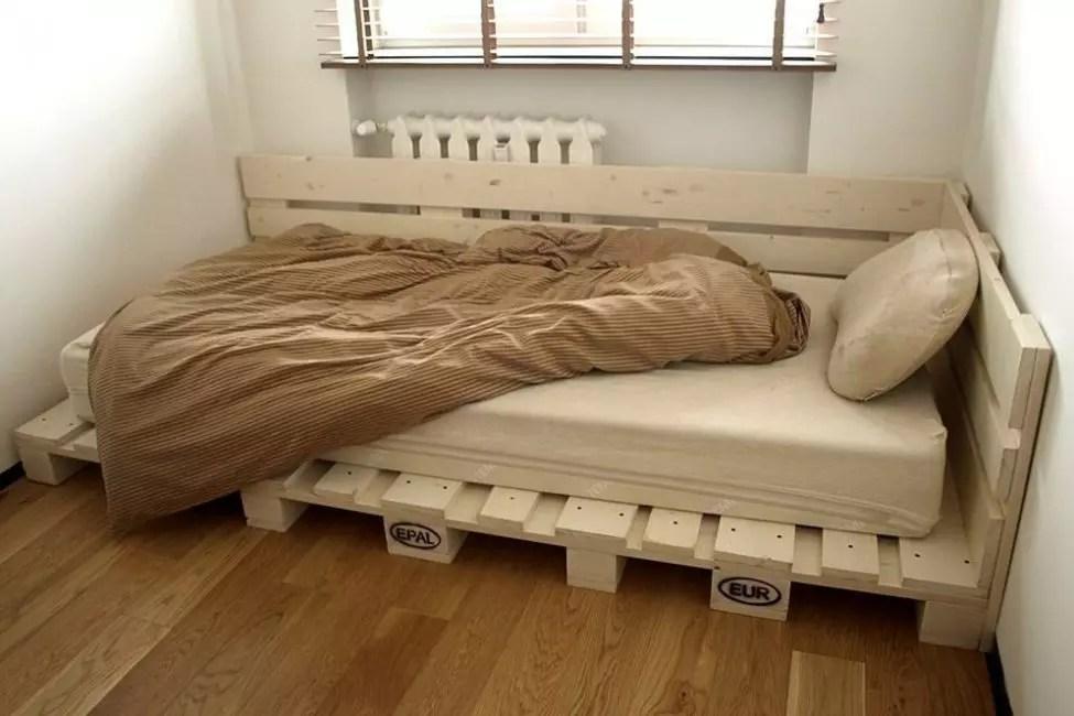 Συλλέξτε το κρεβάτι των παλετών - η ευκολότερη και πιο φθηνή επιλογή του κρεβατιού