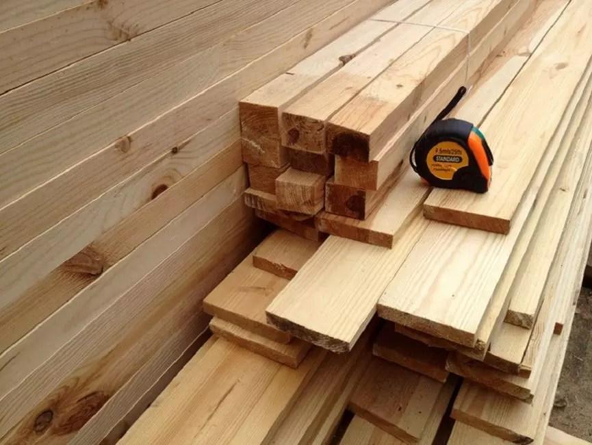 Ξύλινα μπαρ και σανίδες - βασικά υλικά για την κατασκευή του κρεβατιού - πρέπει να είναι στεγνή και υψηλή ποιότητα
