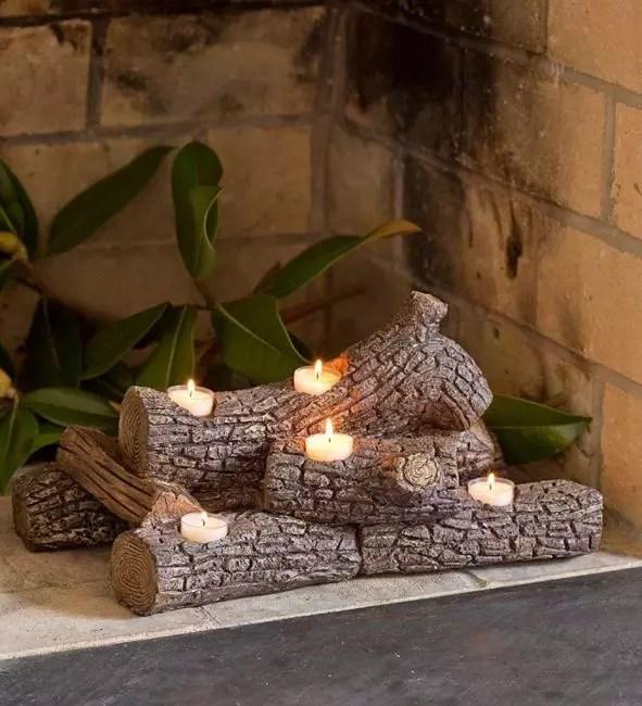 Sauvez le père Noël dans la nuit de Noël: au lieu d'un feu dans la cheminée, utilisez des bougies dans un bar