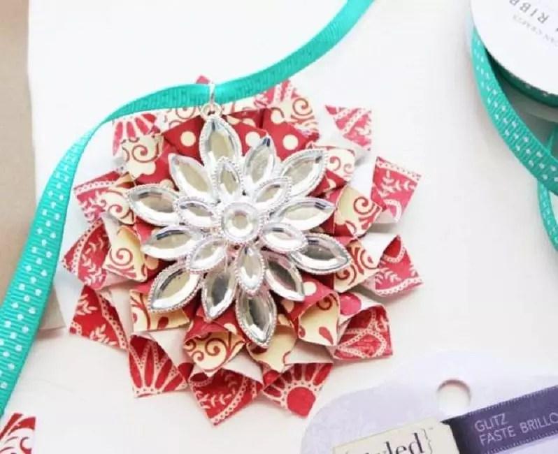 Bunga yang luar biasa pada pokok Krismas