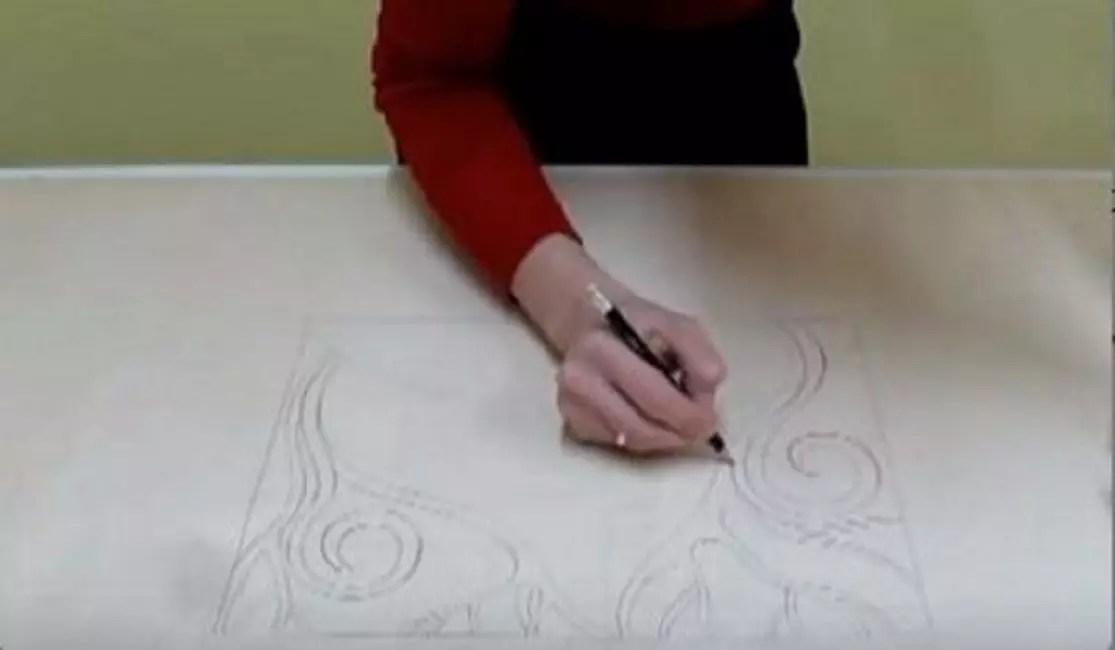 Абстракция дұрыс және тұрақты емес формалармен, бояу жарықтығымен сипатталады,