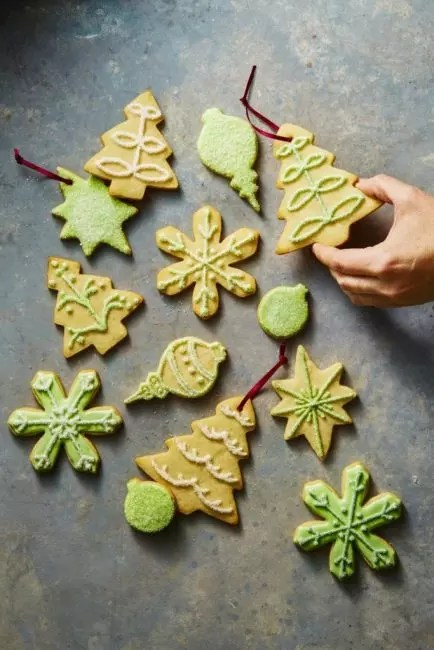 Gingerbread cookies are classic decoration for Christmas and New Year. It is done, using special forms and glaze of sugar powder with dyes. Such a decor is especially welcome children