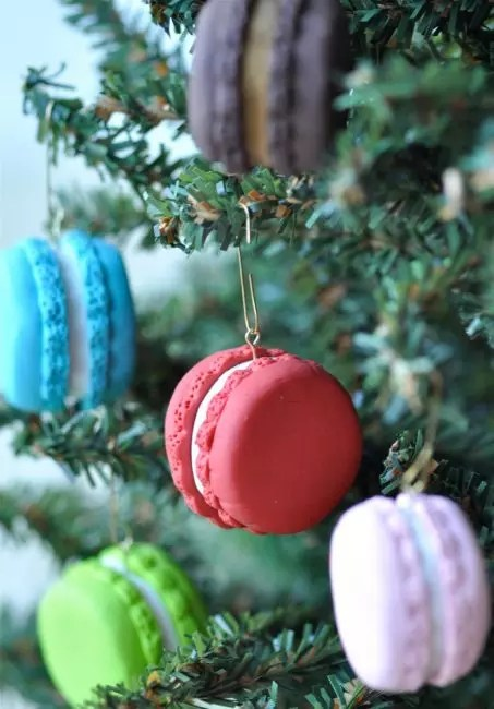 French macaron on the Christmas tree. Why not. Make it can be made of polymer clay