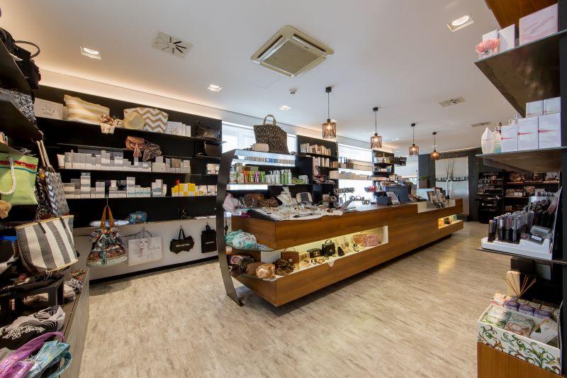 Shop Bereich im Friseur Salon Kruder Zirl
