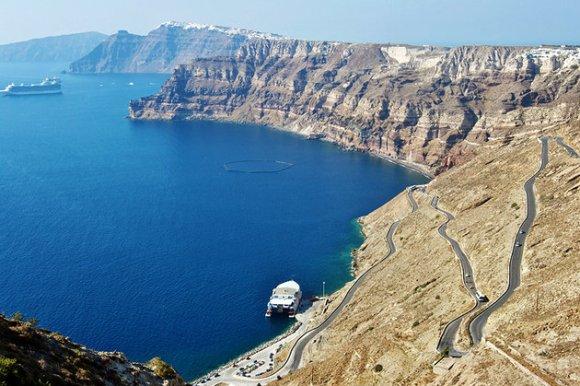 greece-santorini-caldera-cliff-wall