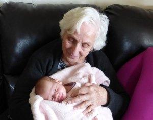 Может ли бабушка уйти в декретный отпуск по уходу за внуком до 1,5 лет