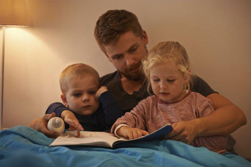 Почему папы обязательно должны читать своим детям