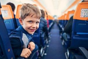 Со скольки лет можно летать на самолёте без родителей
