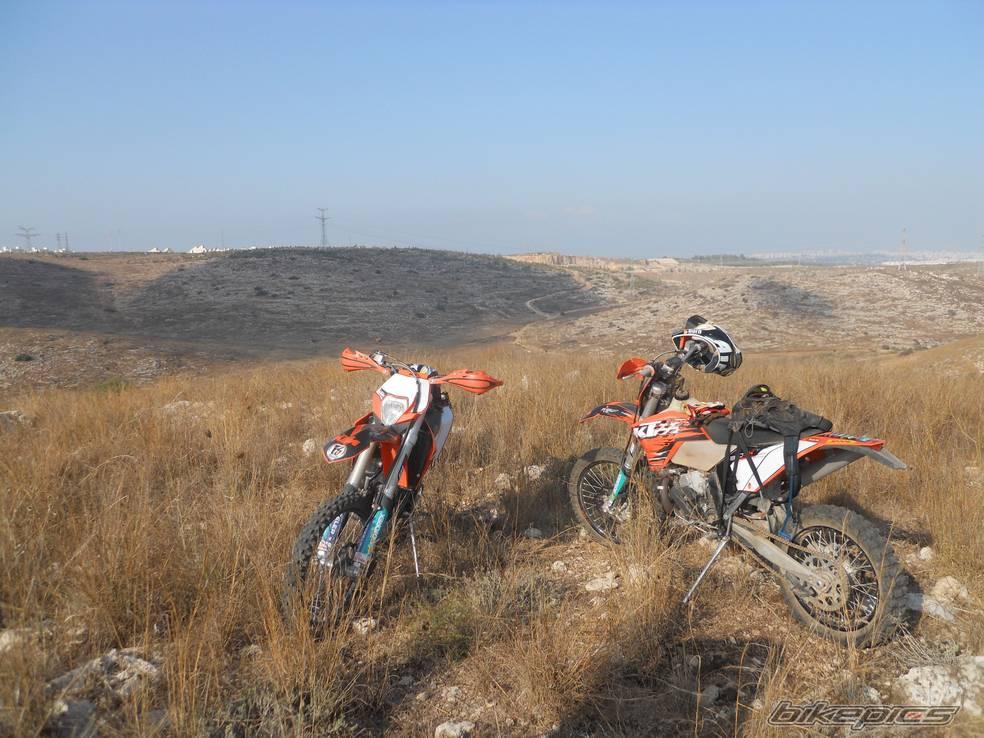 רוכבים בשטח. אופנועי KTM