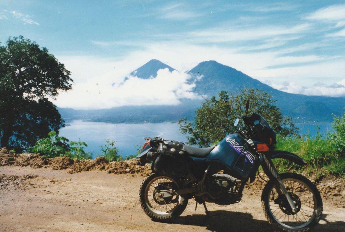 רוכב עם האופנוע