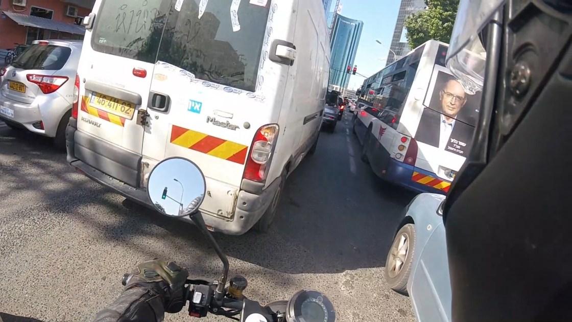 עומס בכבישים בדרכים
