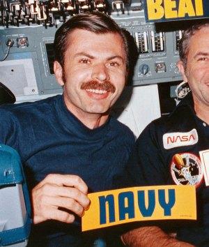 Dale Gardner, jetpack-flying astronaut who salvaged satellites, dies at 65