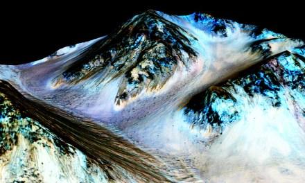 This Week on Mars: NASA Confirms Flowing Water