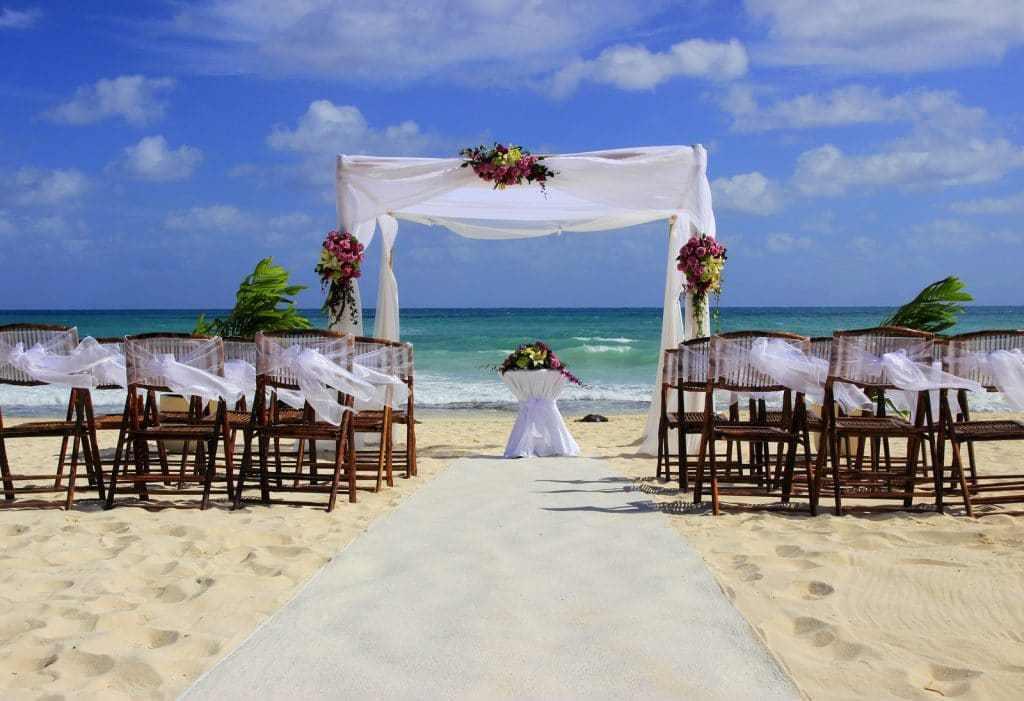 Krystal International Vacation Club Members Say I Do To Honeymoon In Cancun (1)