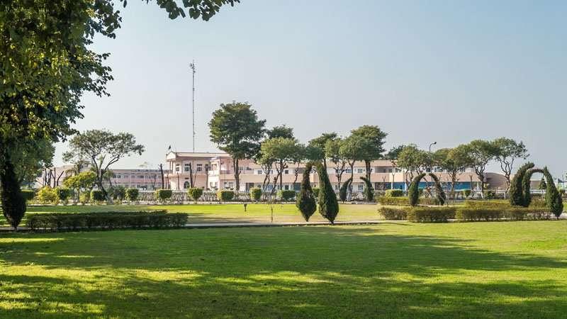 Kirpal Sagar Academy, Blick aus dem naheliegenden Park