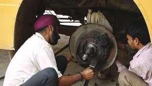 in der Werkstatt: Reparatur der Bremsen