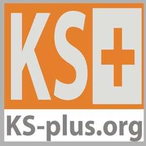 Logo von KS-plus: graues KS auf orangenem Grund, orangenes Kreuz auf grauem Grund