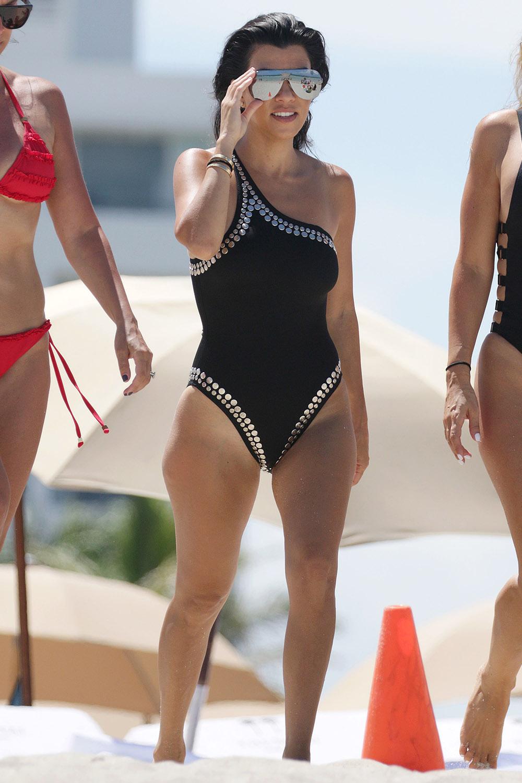 Celebrity Bikini Pictures See The Best Celebrity Swimwear