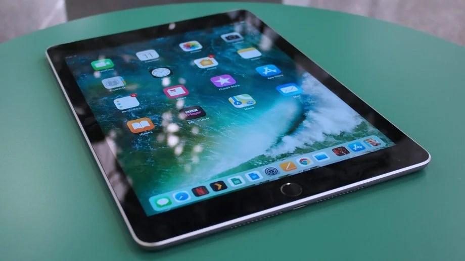 New Ipad 97 Inch 2018 Vs Old 97 Inch Ipad 2017 Whats