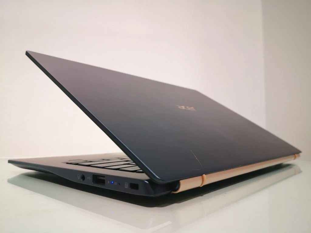 Acer Swift 5 (SF514-54GT) вид сзади
