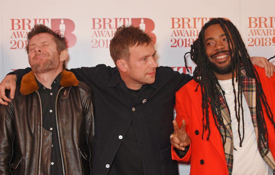 Resultado de imagem para damon albarn brit award 2018