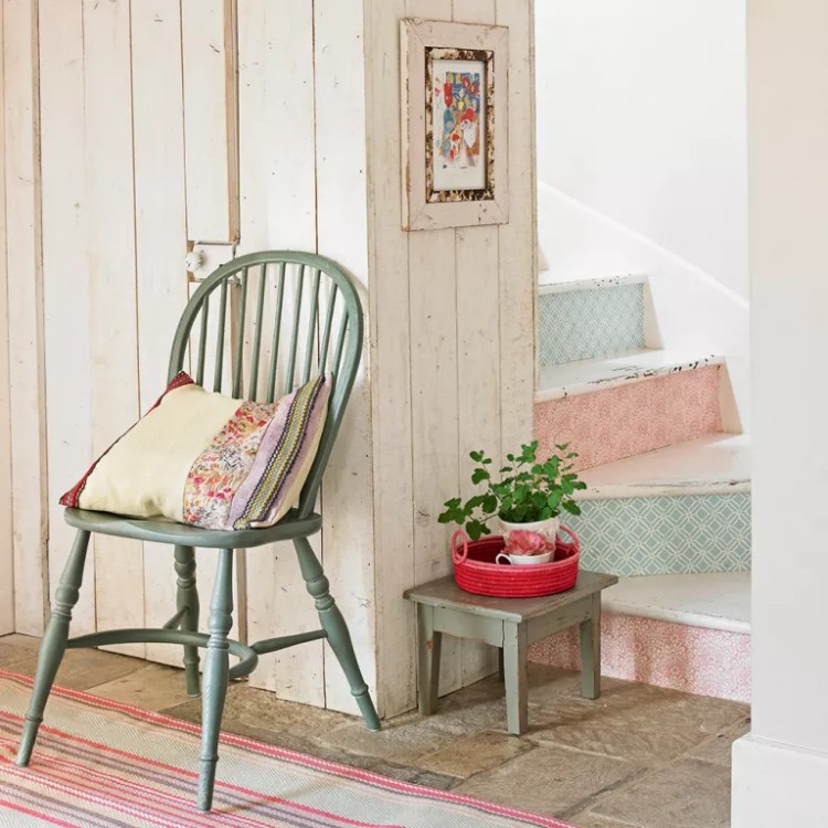 Staircase-ideas-country-pastel-wallpaper